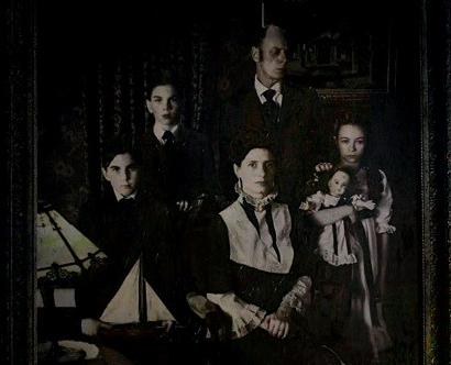 creepy-family-painting